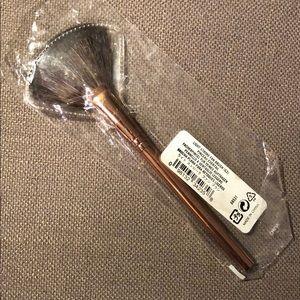 NEW Bare Minerals Light Stroke Fan Brush